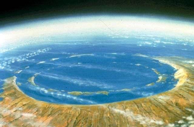 1Craterul Chicxulub, Mexic