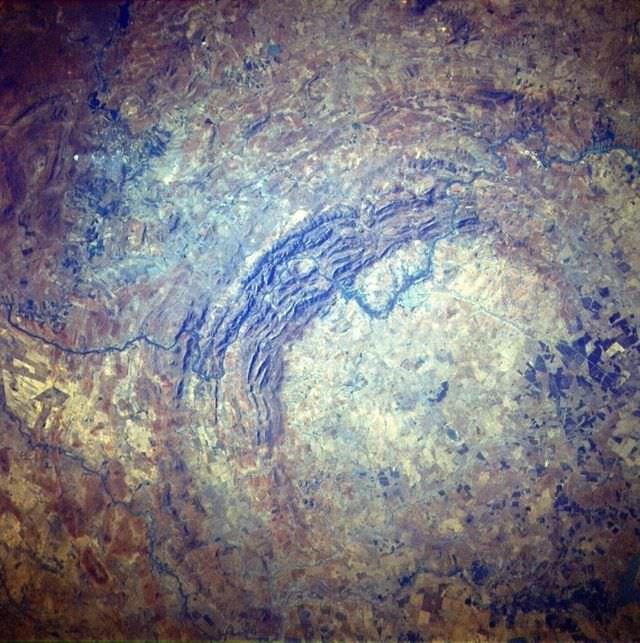 1Craterul Vredefort Dome, Africa de Sud