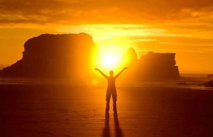 """Puterea de vindecare a practicii antice a Privitului la Soare sau """"Sun Gazing"""""""