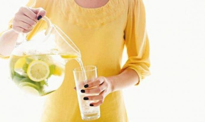 TOP 15 Beneficii ale consumului de apa cu lamaie in zorii zilei!