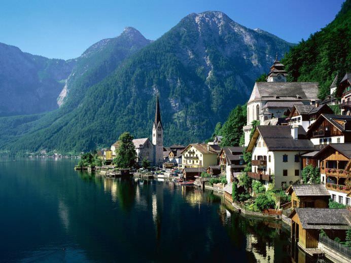 Localitate din Austria CLONATA centimetru cu centimetru de chinezi!