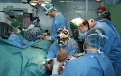 A lasat telefonul sa inregistreze in timp ce era operat! Ce a descoperit ulterior l-a scarbit!