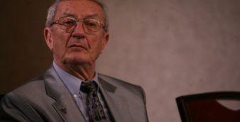 Generalul (r) Victor Athanasie Stanculescu sustine o conferinta de presa, in Bucuresti, miercuri, 15 octombrie 2008. Victor Athanasie Stanculescu, condamnat definitiv la 15 ani de detentie de instanta suprema, pentru evenimentele din decembrie '89 la Timisoara, a afirmat, miercuri, ca dupa zece ani de procese, nicio instanta nu va putea judeca obiectiv o revolutie.